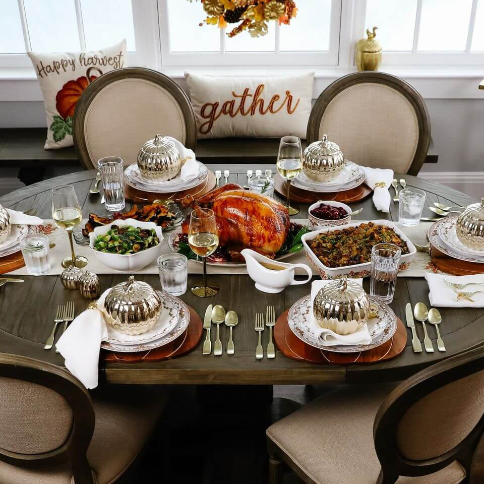 thanksgiving-inspired dinner table setup