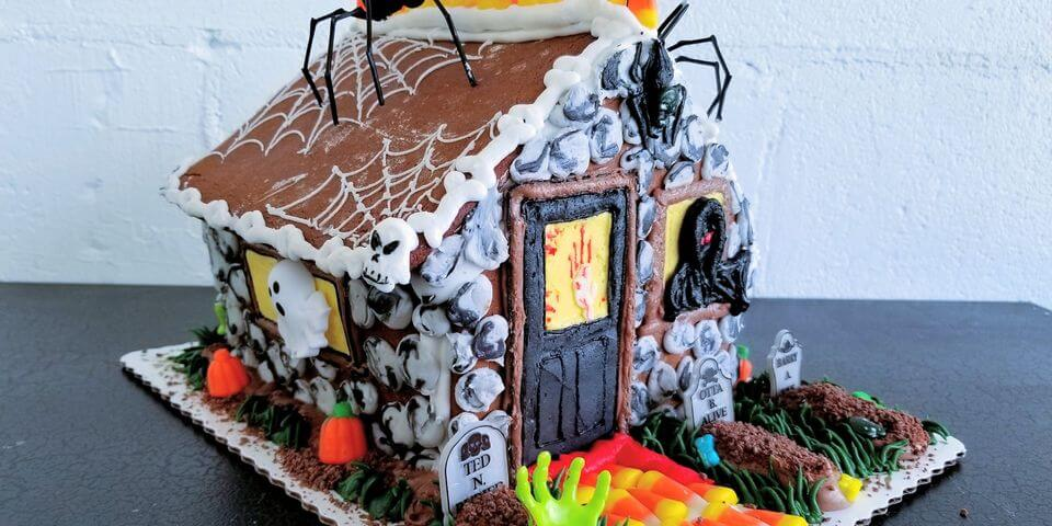 hauted ginerbread house made with spooky candy