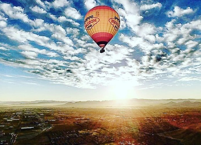 hot air ballon overlooking las vegas
